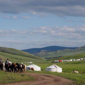 """Klub Podróżników """"Keja""""  Galopem po kumys, czyli słów kilka o mongolskich stepach"""
